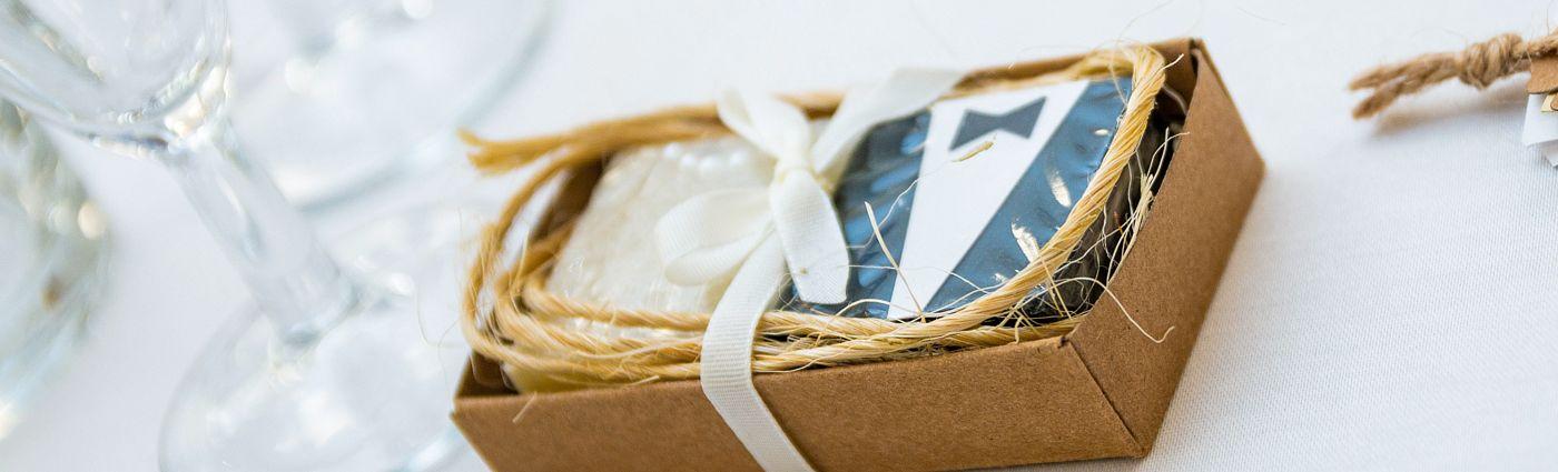Na přání Vám vyrobíme dárková mýdla vyladěná do barev a stylu Vaší svatby.